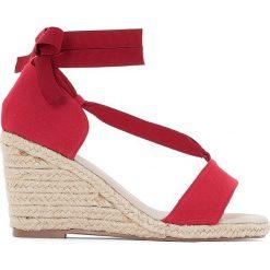 Rzymianki damskie: Sandały na koturnie zawiązywane na kostce