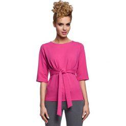 GABRIELE Bluzka z wiązaniem w talii - fuksja. Czerwone bluzki z odkrytymi ramionami Moe, z dresówki, z krótkim rękawem. Za 99,00 zł.