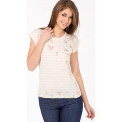 T-shirt w barwne ptaszki. Szare t-shirty damskie marki Monnari, z bawełny, z dekoltem na plecach. Za 47,60 zł.