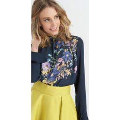 Bluzki asymetryczne: Bluzka z kwiatowym nadrukiem
