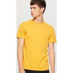 T-shirty męskie: Gładki t-shirt basic - Żółty
