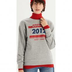 Bluza z kolorowym nadrukiem - Jasny szar. Szare bluzy z nadrukiem damskie marki Sinsay, l. Za 39,99 zł.