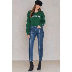 NA-KD Jeansy z surowymi wstawkami - Blue. Niebieskie proste jeansy damskie NA-KD, z bawełny. W wyprzedaży za 66,29 zł.