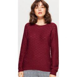 Żakardowy sweter - Bordowy. Czerwone swetry klasyczne damskie marki Cropp, l, z żakardem. Za 59,99 zł.