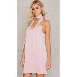 Apaszki damskie: Tranloev Mini sukienka bieliźniana z apaszką – Pink