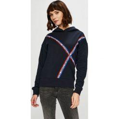 Tommy Hilfiger - Bluza. Czarne bluzy z kapturem damskie marki TOMMY HILFIGER, l, z aplikacjami, z bawełny. Za 449,90 zł.