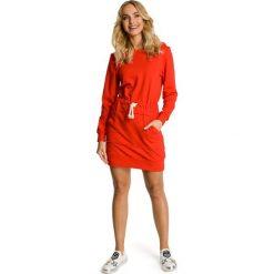 CHANTAL Sukienka z kapturem i kieszenią typu kangurek - czerwona. Szare sukienki dresowe marki bonprix, melanż, z kapturem, z długim rękawem, maxi. Za 159,90 zł.