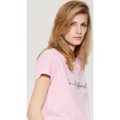 T-shirty damskie: T-shirt z napisem – Różowy