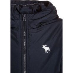 Abercrombie & Fitch LOGO HOODY  Kurtka zimowa navy. Niebieskie kurtki chłopięce zimowe marki Abercrombie & Fitch. Za 329,00 zł.
