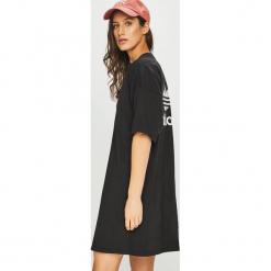Adidas Originals - Sukienka. Szare sukienki dzianinowe adidas Originals, na co dzień, z nadrukiem, casualowe, z okrągłym kołnierzem, mini, proste. Za 169,90 zł.