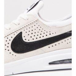 Nike SB BRUIN MAX VAPOR Tenisówki i Trampki summit white/black/white. Brązowe tenisówki męskie Nike SB, z materiału. W wyprzedaży za 440,10 zł.