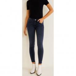 Mango - Jeansy push-up Kim. Niebieskie jeansy damskie Mango, z aplikacjami, z bawełny, z obniżonym stanem. Za 119,90 zł.