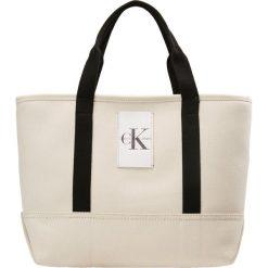 Calvin Klein Jeans CANVAS CARRYALL TOTE Torba na zakupy beige. Brązowe shopper bag damskie Calvin Klein Jeans, z jeansu. Za 419,00 zł.