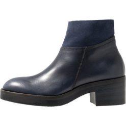 Lilimill Ankle boot tinta. Niebieskie botki damskie na zamek lilimill, z materiału. Za 589,00 zł.