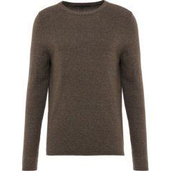 DRYKORN HEATH Sweter olive. Niebieskie swetry klasyczne męskie marki DRYKORN, m, z dekoltem karo. Za 419,00 zł.