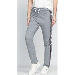 Spodnie dresowe damskie: Szare Spodnie Dresowe Embrace