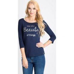 Bluzki damskie: Granatowa bluzka z metalicznym nadrukiem QUIOSQUE