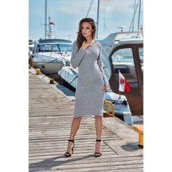 Kobieca ołówkowa sweterkowa sukienka jasnoszary. Szare długie sukienki Lemoniade, na jesień, ze splotem, klasyczne, z klasycznym kołnierzykiem, z długim rękawem, ołówkowe. Za 149,90 zł.