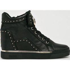 Guess Jeans - Buty. Czarne buty sportowe damskie Guess Jeans, z aplikacjami, z gumy. Za 699,90 zł.