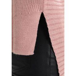 Swetry klasyczne damskie: AllSaints KELD OLIVO V NECK Sweter pink
