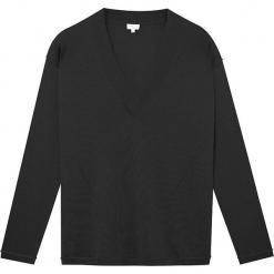 Sweter jedwabny w kolorze czarnym. Czarne swetry klasyczne damskie marki Ateliers de la Maille, z jedwabiu. W wyprzedaży za 318,95 zł.