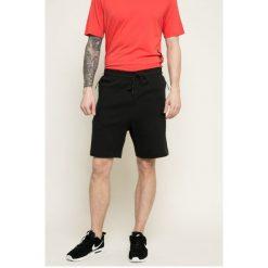 Nike Sportswear - Szorty. Szare spodenki sportowe męskie Nike Sportswear, z bawełny, sportowe. W wyprzedaży za 249,90 zł.