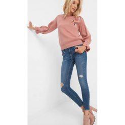 Jeansy skinny z wiązaniem. Czarne jeansy damskie marki Orsay, xs, z bawełny, z dekoltem na plecach. W wyprzedaży za 95,00 zł.