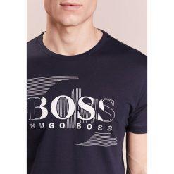BOSS Green Tshirt z nadrukiem navy. Niebieskie koszulki polo BOSS Green, m, z nadrukiem, z bawełny. Za 249,00 zł.