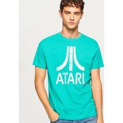 T-shirt z nadrukiem Atari - Zielony. Zielone t-shirty męskie z nadrukiem marki QUECHUA, m, z elastanu. Za 59,99 zł.