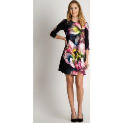 Granatowa krótka sukienka w kwiaty z rękawem 3/4 BIALCON. Szare sukienki balowe BIALCON, na co dzień, z aplikacjami, z krótkim rękawem, mini, sportowe. Za 345,00 zł.