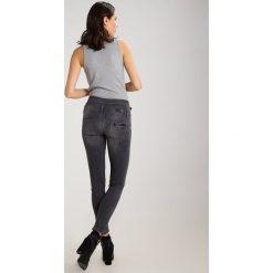 Liu Jo Jeans BOTTOM UP RAMPY H.W.         Jeansy Slim Fit denim grey. Szare rurki damskie Liu Jo Jeans. W wyprzedaży za 384,45 zł.