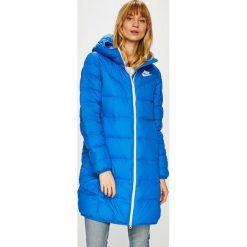 Nike Sportswear - Kurtka puchowa Windrunner. Różowe kurtki damskie pikowane marki Nike Sportswear, l, z nylonu, z okrągłym kołnierzem. Za 599,90 zł.