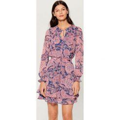 Sukienka z wiązaniem na dekolcie - Fioletowy. Fioletowe sukienki na komunię marki Mohito. Za 169,99 zł.
