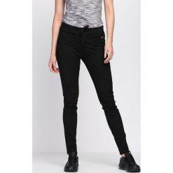 Czarne Spodnie Dresowe Along. Czarne spodnie dresowe damskie marki Born2be, l. Za 34,99 zł.