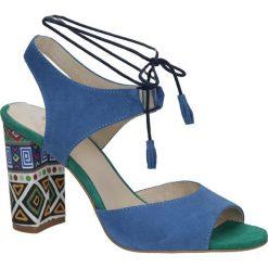 Chabrowe sandały skórzane na ozdobnym obcasie Kordel 1671. Niebieskie sandały damskie Kordel. Za 189,99 zł.