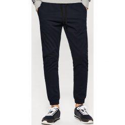 Spodnie męskie: Joggery z kieszeniami – Granatowy