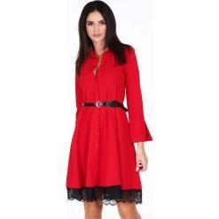 Sukienka z koronkową falbanką czerwona 1902. Czerwone sukienki koronkowe marki Fasardi, m, z falbankami. Za 99,00 zł.
