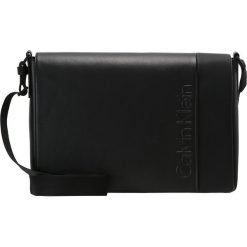 Torby na ramię męskie: Calvin Klein ELEVATED LOGO MESSENGER WITH FLAP Torba na ramię black