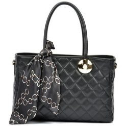 Torebki i plecaki damskie: Skórzana torebka w kolorze czarnym – (S)23 x (W)32 x (G)12,5 cm