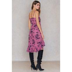 FAYT Sukienka Remy - Purple,Multicolor. Brązowe sukienki z falbanami marki Mohito, l, z kopertowym dekoltem, kopertowe. Za 207,95 zł.