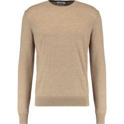 Swetry klasyczne męskie: KIOMI Sweter camel