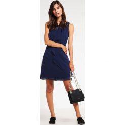 Swing Sukienka koktajlowa marine. Niebieskie sukienki koktajlowe marki Swing, z materiału. Za 419,00 zł.