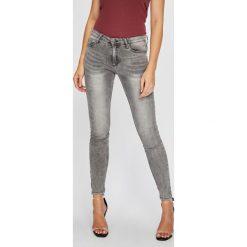 Answear - Jeansy Femifesto. Szare jeansy damskie rurki ANSWEAR, z bawełny. W wyprzedaży za 119,90 zł.