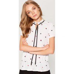 Koszula z wiązaniem przy dekolcie - Biały. Białe koszule wiązane damskie Mohito, l. Za 59,99 zł.