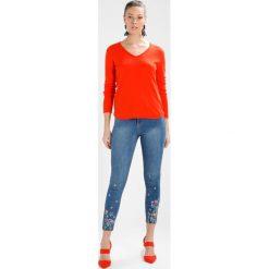 Dorothy Perkins FLORAL EMBROIDED HEM DARCY Jeans Skinny Fit blue. Niebieskie jeansy damskie marki Dorothy Perkins, z bawełny. Za 209,00 zł.