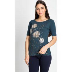 Bluzki damskie: Bluzka w dmuchawce w kolorze butelkowej zieleni QUIOSQUE