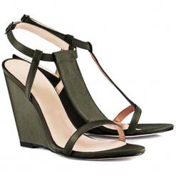 Sandały w kolorze zielonym. Zielone sandały damskie BOHOBOCO, na koturnie. W wyprzedaży za 749,95 zł.