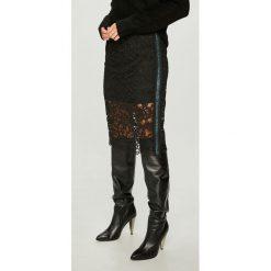 Noisy May - Spódnica Lacey. Szare spódniczki ołówkowe marki Noisy May, l, z bawełny, z podwyższonym stanem, midi. W wyprzedaży za 119,90 zł.