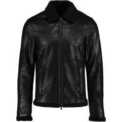 Armani Exchange Kurtka ze skóry ekologicznej black. Czarne kurtki męskie skórzane Armani Exchange, xl. W wyprzedaży za 823,20 zł.