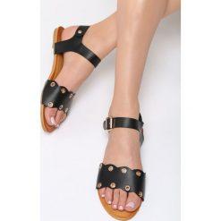 Czarne Sandały Shame On You. Czarne sandały damskie marki Born2be, z materiału, na obcasie. Za 59,99 zł.